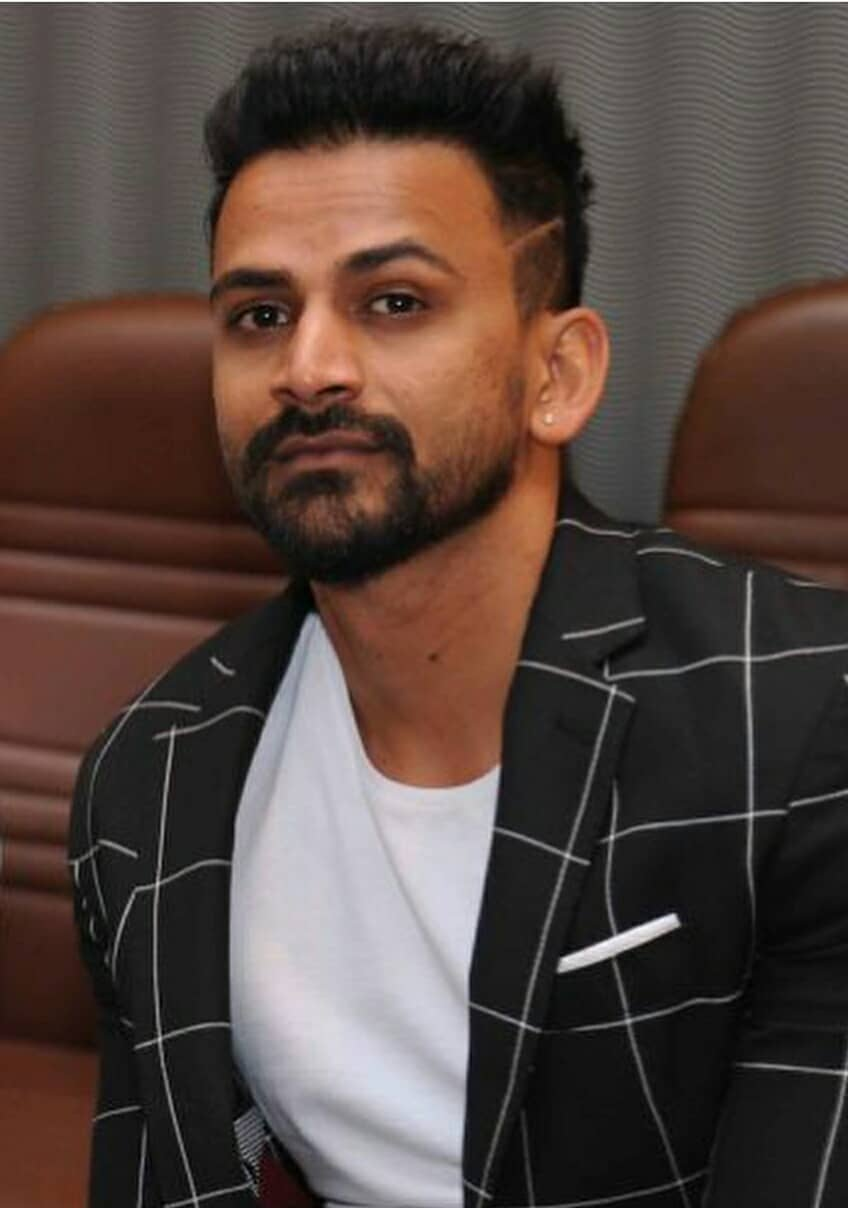 Daali Dhananjay Actor Wiki Age Height Family Wife Movies